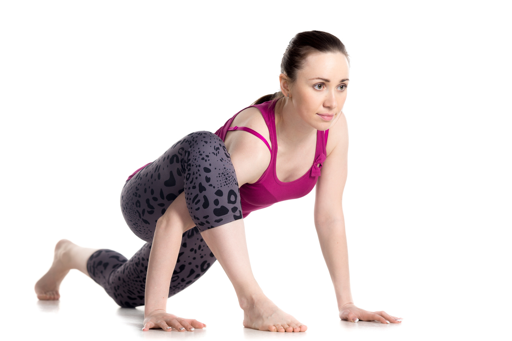 woman practicing utthan pristhasana (lizard pose) to stretch the quadriceps