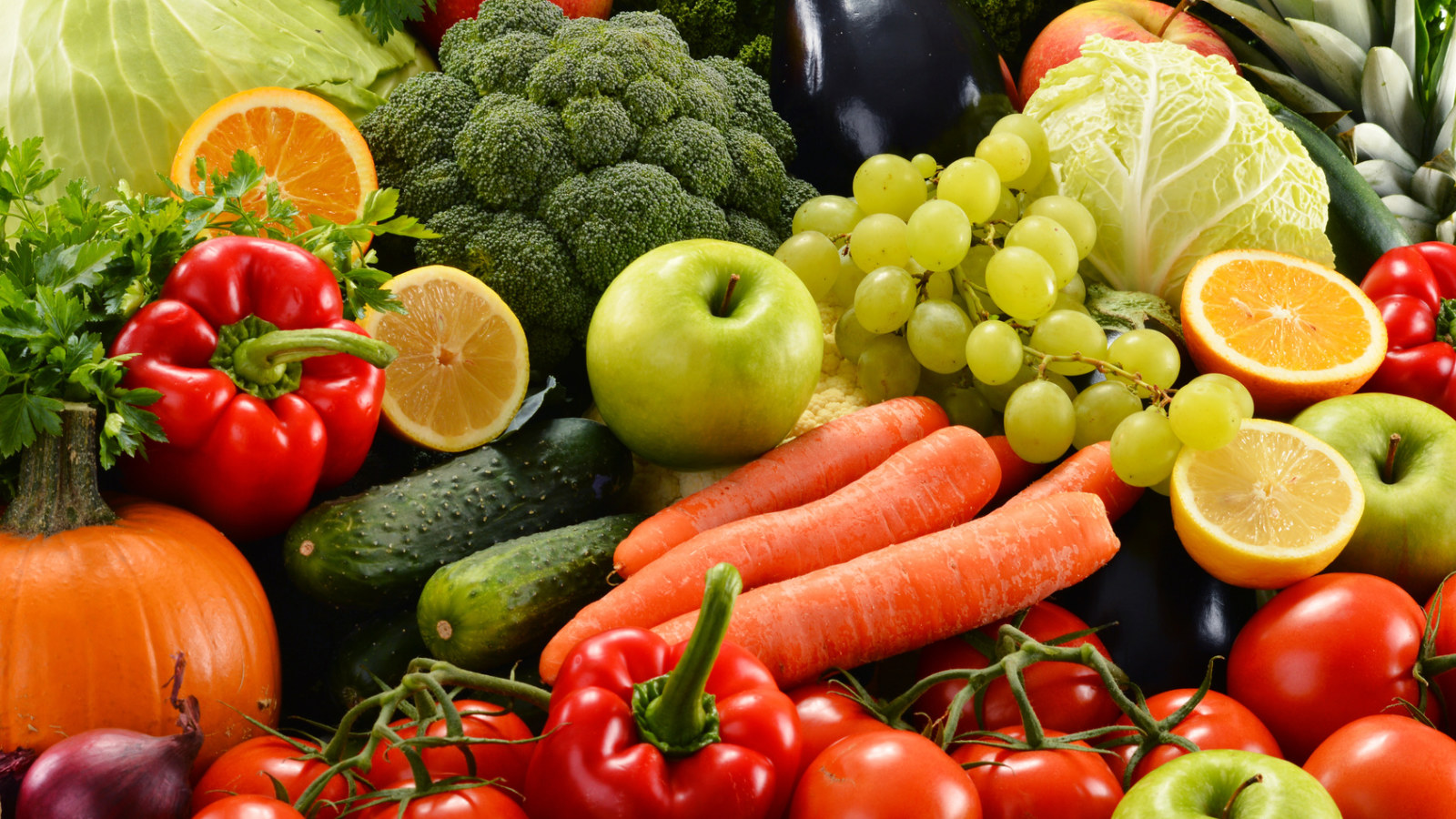Healthy food, healthy habits, yoga and changes to lifestyle and eating habits, brain health, yoga and healthy habits to help prevent dementia