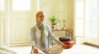 student meditating, yamas and niyamas, beginner's yoga, yoga inspiration