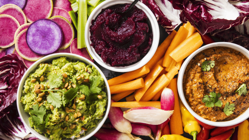 How to eat a nutritious healthy diet with a rainbow of colorful vegetables and fruits