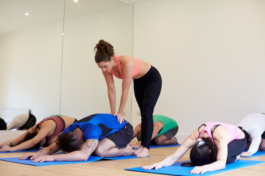 New Research Review Highlights Yoga\'s Benefits for Arthritis, Back ...